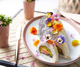 Bûche sushi, mangue, saumon, avocat et chips de gingembre