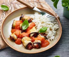 Roulés d'aubergine farcis à la sauce tomate
