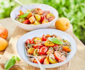 Tomatensalat mit Aprikosen und Serrano