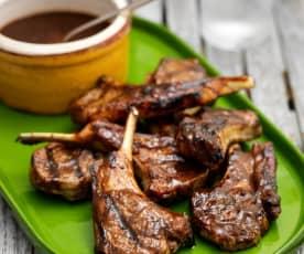 Lammkoteletts mit scharfer Tamarinden-Mango-Sauce