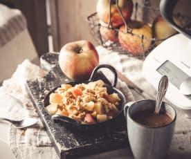 Chocolat chaud, crumble quatre-épices et pommes cuites
