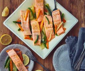 Filetti di salmone al Varoma con contorno di verdure
