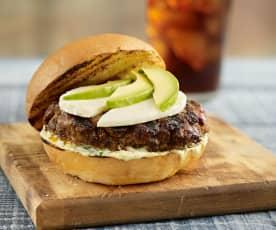 Hamburguesa al chimichurri con mayonesa de jalapeños