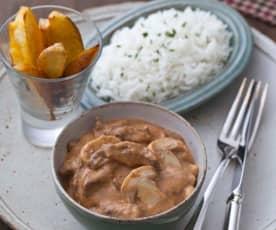 Estrogonofe de carne com batatas