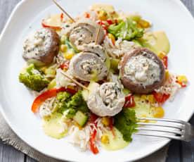 Gemüsereis mit gefüllten Champignons und Putenröllchen in Weißweinsauce