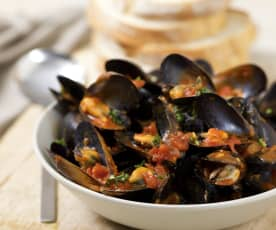 Chilli mussels with thyme and tomatoes
