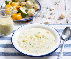 Zupa kalafiorowa i pulpety drobiowe w sosie chrzanowym z warzywami na parze