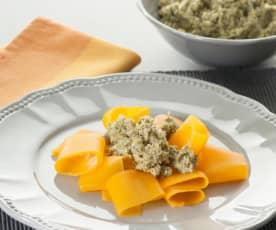Pappardelle de calabaza con pesto de avellanas y brócoli