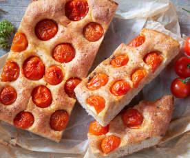 Focaccia integrale con i pomodorini (vegan)