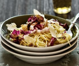 Spaghetti con pesto di radicchio