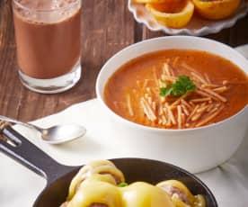 Pozol, sopa de fideos, albóndigas con verduras y guayabas hervidas