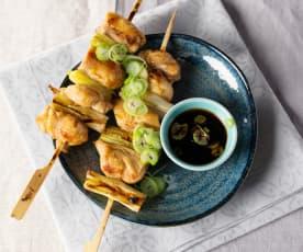 Grillowane szaszłyki z udek kurczaka (Yakitori)