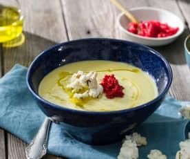 Salmorejo de maíz, tomate amarillo y azafrán de la Mancha con caviar de arenque y palomitas