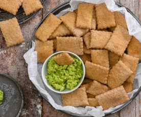 Crackers integrales con crema de aguacate