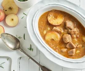 Goulash de ternera con patatas y manzana
