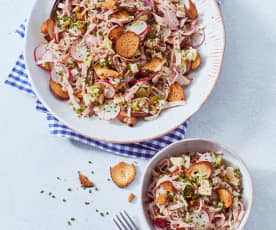 München - Leberkäs'-Salat mit Brezelcroutons