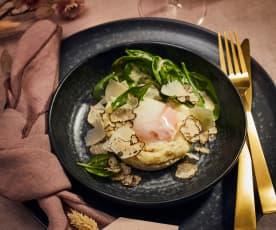 Getrüffeltes Kartoffelpüree mit Onsen-Ei und Spinatsalat
