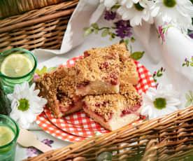 Ciasto muffinowe z truskawkami i migdałową kruszonką