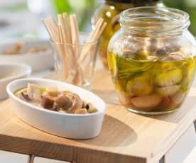 Eingelegte Pilze in Öl und Wein