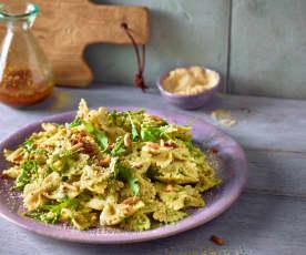 Nudelsalat mit Rucola und Erbsen-Pesto