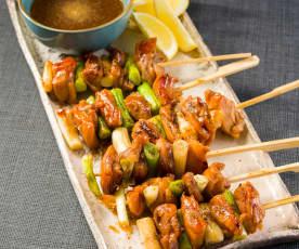 Yakitori (brochetas de pollo y cebolleta)