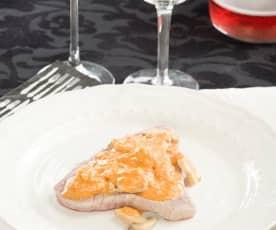 Filete de atún con champiñones en salsa de lambrusco