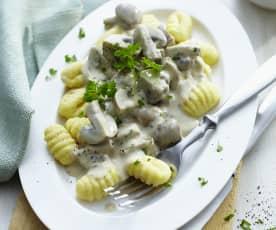 Gnocchi mit Gorgonzola-Champignon-Sauce