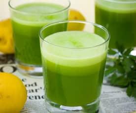 Bebida de limón y perejil