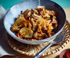 Klebreiskuchen mit Gemüse und Schweinefilet (猪肉炒年糕)