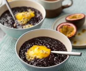 Pudding di riso venere e mango