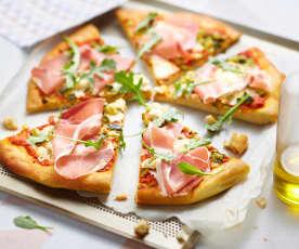 Pizza aux courgettes, chèvre et jambon de pays