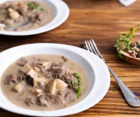 Carne de vaca em slow cooking com molho de cogumelos