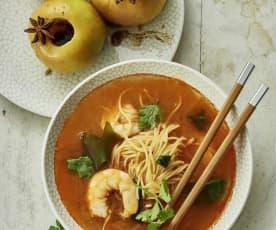 Sopa tailandesa de langostinos. Manzanas con especias