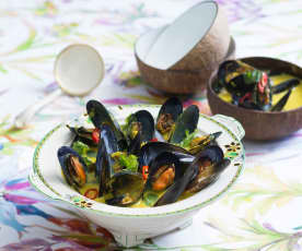 Mussels in turmeric and ginger broth