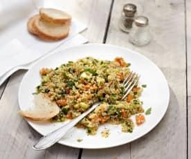 Insalata di quinoa con zucchine e carote in salsa agrodolce