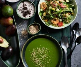 Menu fresco: Sopa fria de pepino e abacate, salada agridoce de gambas e quinoa e mousse de Oreo®