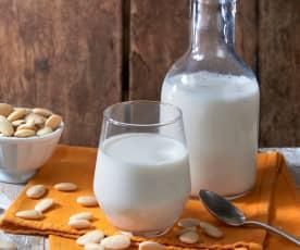Bevanda a base di mandorle (vegan)