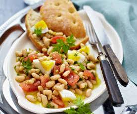 Sałatka z pomidorami i fasolą