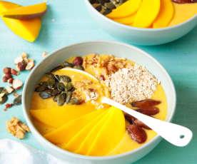 Smoothie bowl à la mangue et au lait d'avoine