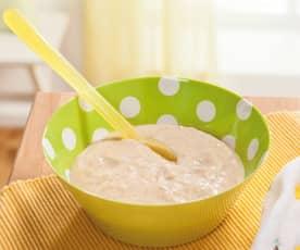 Vollkorngrieß-Milchbrei mit Obstpüree