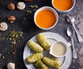 Menu: Sopa cremosa de tomate; Rolos de couve recheados com milho painço e molho de cogumelos