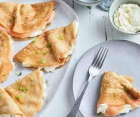 Crêpes con salmón ahumado y crema de queso