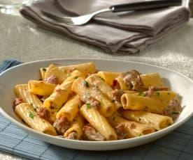 Tortiglioni mit Salsiccia und Pilzen