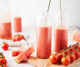 Sumo de tomate fresco com melancia