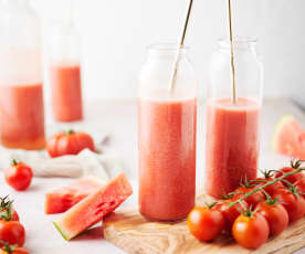Jugo de tomate fresco con sandía