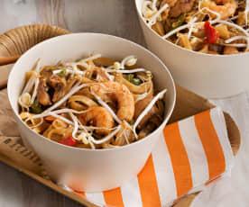 Noodles de pollo y langostinos