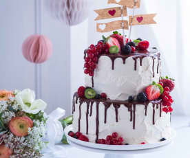 Vanille-Nuss-Hochzeitstorte mit Schokodripping