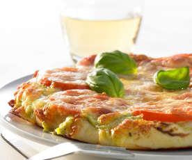 Pizza bianco mit Pesto und Mozzarella