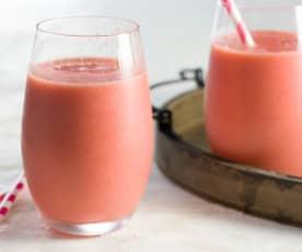 Smoothie de frambuesas, mango y yogur