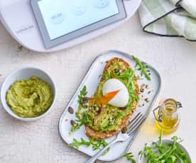 Avocado toasts et œufs mollets